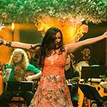 Maytê Corrêa apresenta a música Guardei do show Deixa o Samba Ir